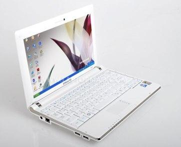 Netbook yang lebih ringan dari laptop, tapi  fitur terbatas