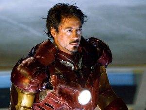 Si 'Manusia Setrika' alias Iron Man ini dulunya pemabuk berat, sebelum akhirnya berhasil direhabilitasi karena keinginan kuat dari dirinya sendiri untuk berhenti mengkonsumsi alkohol