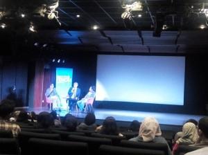 bincang sastra Eka Kurniawan (duduk paling kanan), Kamis 25 Februari 2016 di Auditorium Institut Prancis di Jakarta. (foto dok.pribadi)