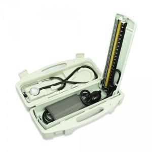 Tensimeter manual untuk mengukur tekanan darah: dengan pompa dan stetoskop. (foto sumber: ruparupa.com)