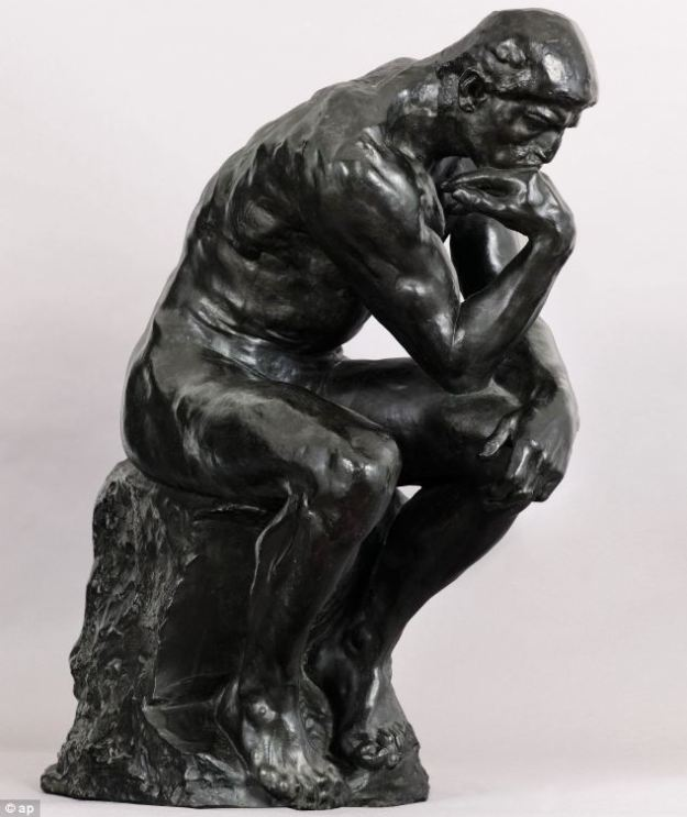 Patung The Thinker yang melambangkan semangat rasionalisme a la Descartes. (foto sumber: dailymail.co.uk)