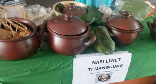 Nasi liwet asal Temanggung ini mirip-mirip opor gudeg-nya Jogja atau Solo. (foto: dokumen pribadi)