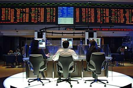 Jika kegiatan di pasar saham selalu 'ramai' atau dengan kata lain selalu bergerak nilai indeksnya, maka kegiatan perekonomian negara tersebut bisa dikatakan aktif. (foto ilustrasi: wikipedia.org)
