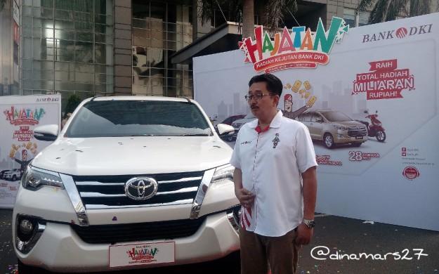 Bapak Antonius Widodo, Direktur Bisnis Bank DKI menganjurkan masyarakat untuk membuka rekening Monas atau Simpeda di Bank DKI dan terus menambah saldo agar mendapat kesempatan untuk memenangkan Toyota Fortuner. (foto: dok.pri)