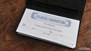 membuka rekening giro biasanya akan mendapatkan buku cek. (foto sumber: id.wikhow.com)
