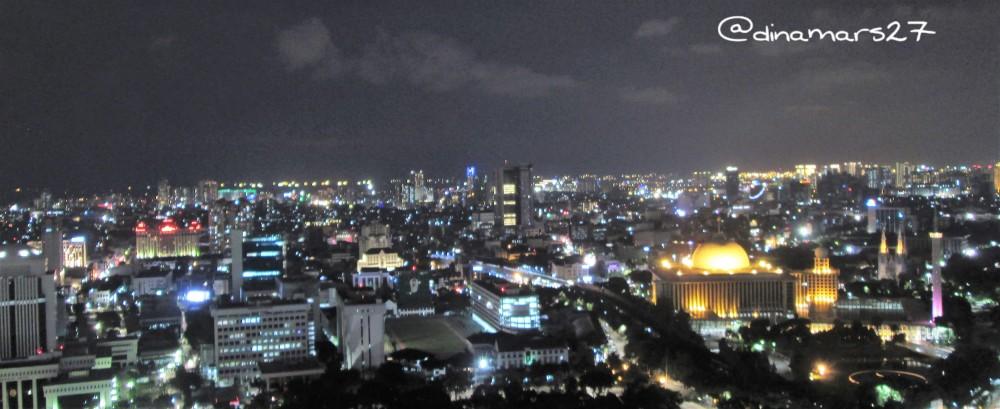 Jakarta by Night dilihat dari puncak Monas setinggi 132 meter. (foto: dok.pri)