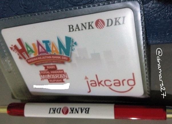 Kartu JakCard dari Bank DKI bisa digunakan sebagai alat pembayaran transportasi busway dan KRL. (foto: dok.pri)