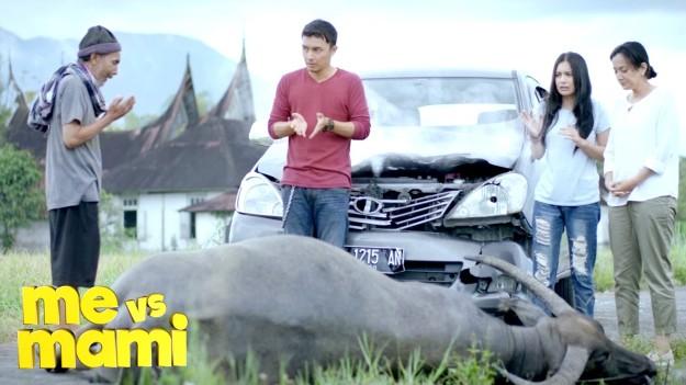 Me vs Mami menampilkan budaya masyarakat Minang masa kini. (foto sumber: youtube.com)