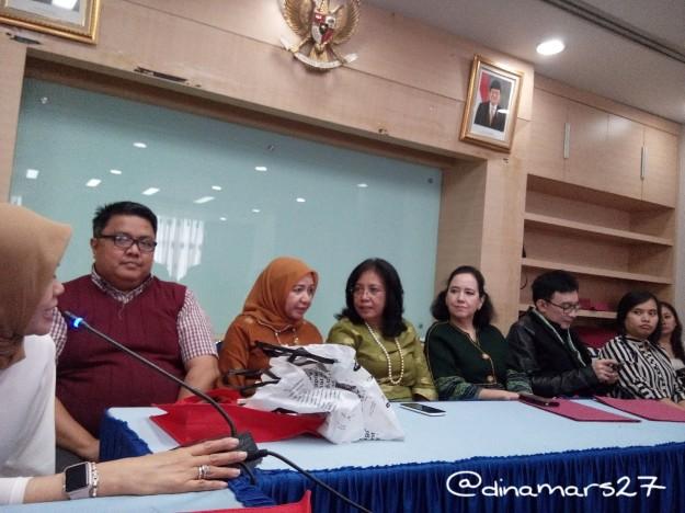 Briefing bagi para peserta lomba IPF 2016, menghadirkan di antaranya Ibu Nely Suhaini selaku ketua Asosiasi Pengusaha Mutiara Indonesia. (foto: dok.pri)