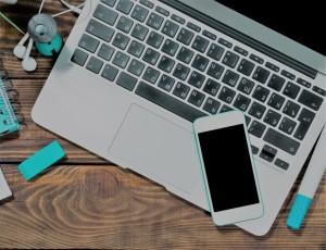 Kegiatan nge-blog sambil berinternet, merupakan dua hal yang tidak dapat dipisahkan satu sama lain. (foto sumber: huffingtonpost.com)