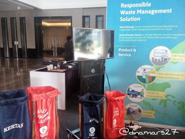 Waste4Change mengedukasi masyarakat mengenai cara memilah sampah yang benar, juga hadir di ASEAN SE 2016. (foto: dok.pri)
