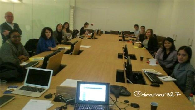 Training bagi para penanggung jawab alumni tentang bagaimana mengelola sebuah website, juga nggak lepas dari laptop. (foto: dokpri)