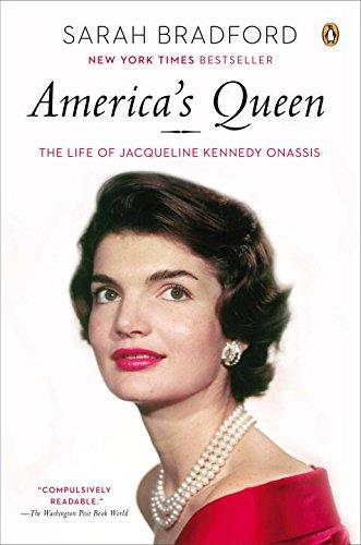 Jackie Kennedy, selain cerdas, ia juga dikenal sebagai wanita berbusana elegan yang menjadi fashionic icon Amerika Serikat tahun 1960-an, dan dijuluki America's Queen. (foto sumber: biographyonline.net)