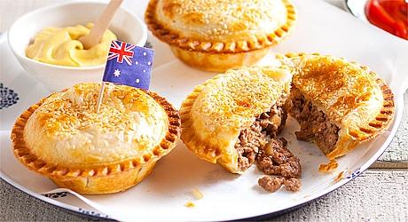 Meat Pie, atau Pai Daging, salah satu penganan khas Australia yang wajib Anda cicipi ketika mampir ke negeri kanguru. (foto sumber: panorama-tours.com)