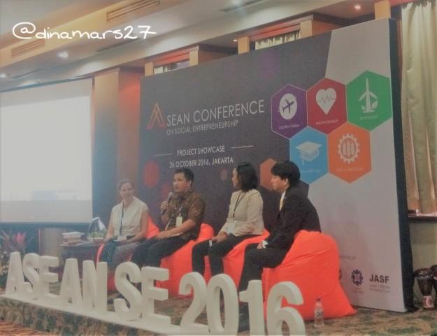 Diskusi panel ASEAN SE 2016 menghadirkan pembicara dari Kementerian Bapenas (Bapak Teguh Priambodo), korporat (Eugene Ho) dan pelaku social entrepreneurship (Shana Fatina). (foto: dok.pri)