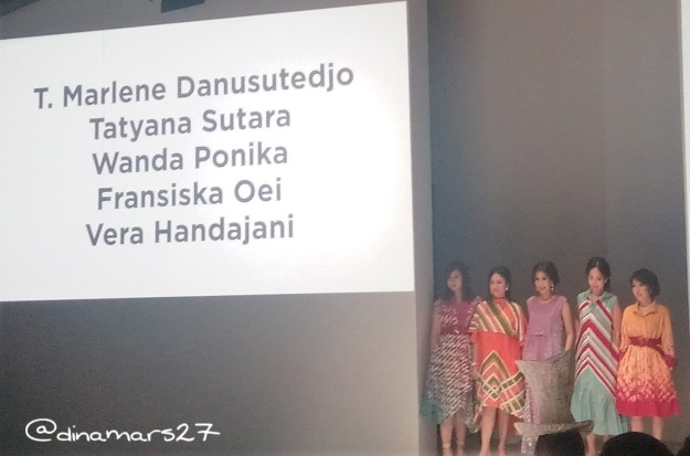 Para wanita Indonesia yang sukses dalam karier mengenakan busana rancangan Purana Indonesia yang bernuansa musim panas. (foto: dokpri)