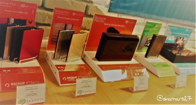 Seagate Backup Plus Portable, hard disk eksternal dengan kapasitas 5 Terabyte! Bisa buat nyimpen data sebesar rumah kali ya :D (foto: dokpri)