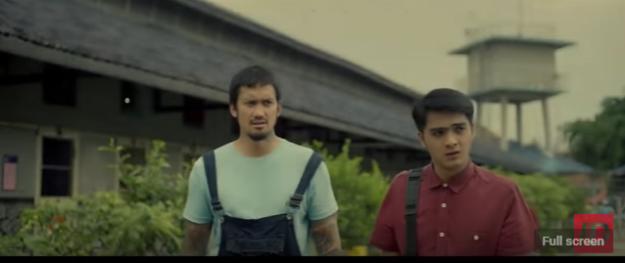 Tora Sudiro dan Ricky Harun berduet sebagai saudara sepupu yang melakukan aksi kejahatan agar dapat memikat perhatian Cempaka. (foto: trailer Demi Cinta di YouTube)