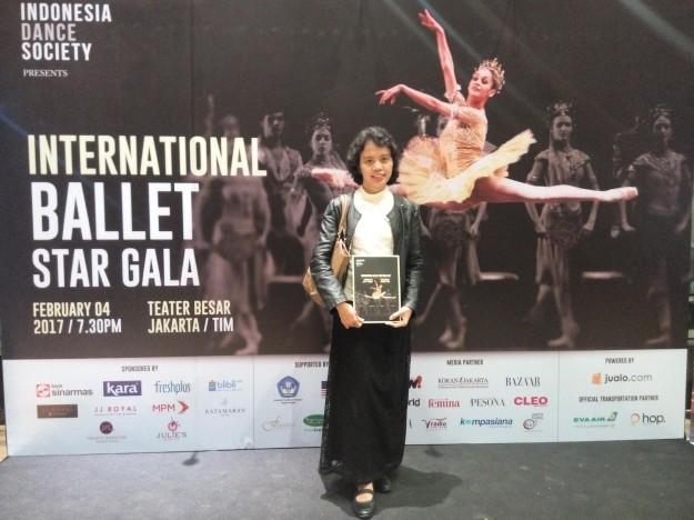 Bisa menonton pertunjukan balet lagi setelah sekian lama benar-benar membawa kebahagiaan tersendiri buat saya ;). Makasih Mbak Mira Utami untuk tiketnya.... (foto: dokpri)