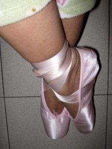 saking pengennya punya sepatu balet, saya pun sampai bela-belain beli pointe shoes sewaktu masih kuliah di Italia. (foto: dokpri)