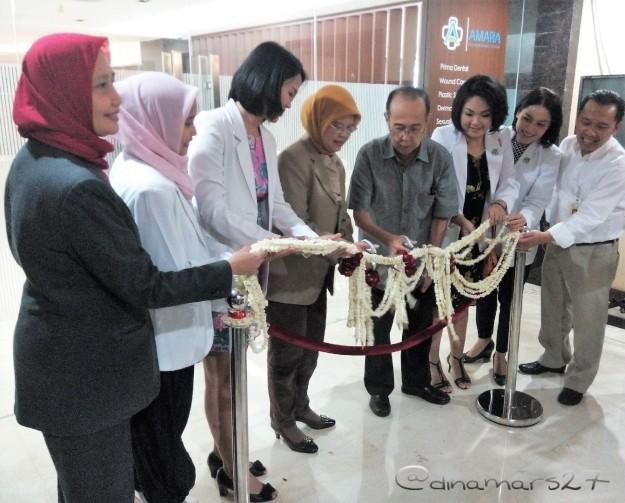 Grand launching klinik Amara Skin & Aesthetics Center yang diresmikan dengan pengguntingan pita oleh para dokter spesialis RSIA Bunda, 30 Januari 2017. (foto: dokpri)