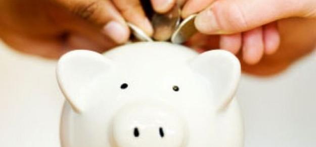 Berinvestasi reksadana manfaatnya lebih dari sekadar menabung uang di celengan, loh! (foto sumber: republika.co.id)