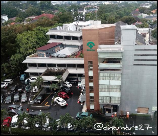 Rumah Sakit Ibu dan Anak Bunda yang terletak di kawasan elit Menteng, Jakarta, kini juga membuka klinik estetika untuk perawatan kulit dan gigi (kliniknya di seberang bangunan ini). foto: dokpri
